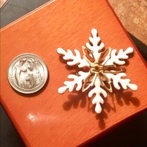 Jewelry - Kohl's Snowflake ❄️ Christmas Brooch Pin